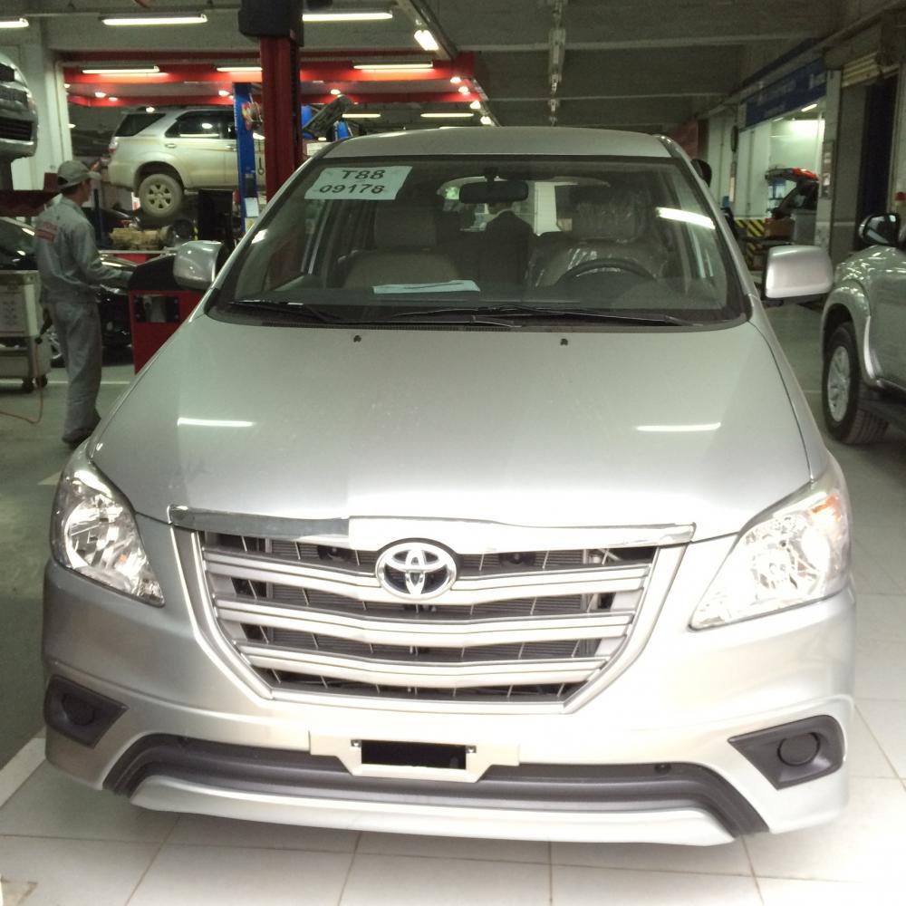 Toyota Innova 2.0 E