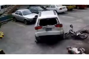 Đỗ xe dùm, hạ gục 3 chiếc xe phân khối và 2 xe hơi